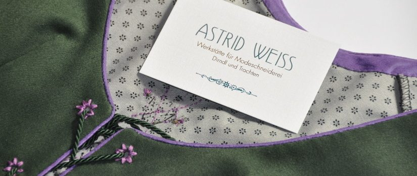 Visitenkarte auf Kleid